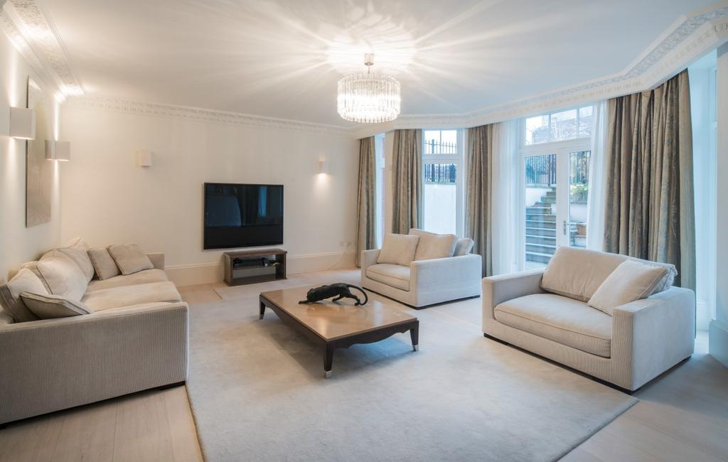 3 Bedrooms Ground Flat for sale in Fitzjohn's Avenue, London. NW3