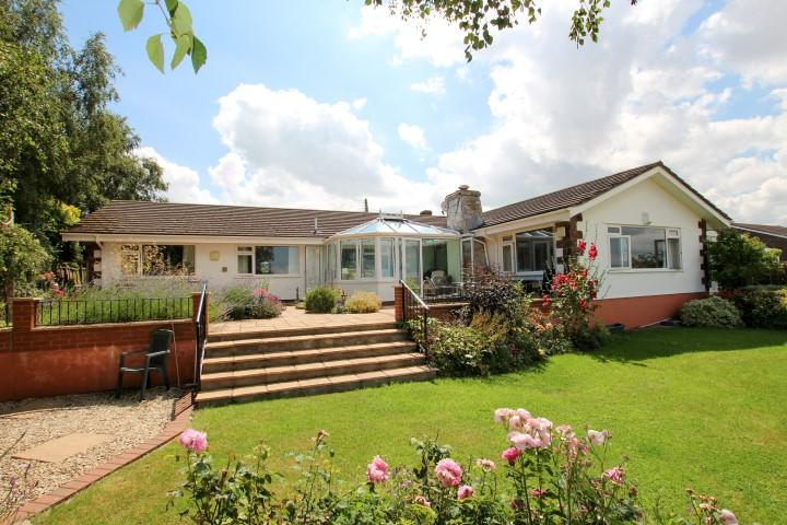 4 Bedrooms Detached Bungalow for sale in Old Road, North Petherton TA6