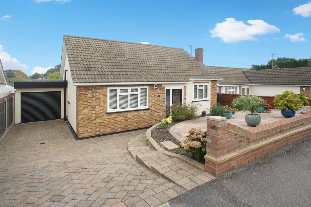 2 Bedrooms Detached Bungalow for sale in Leasway, Rayleigh