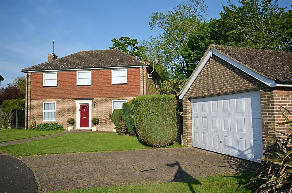 4 Bedrooms Detached House for sale in Kiln Field, Tenterden