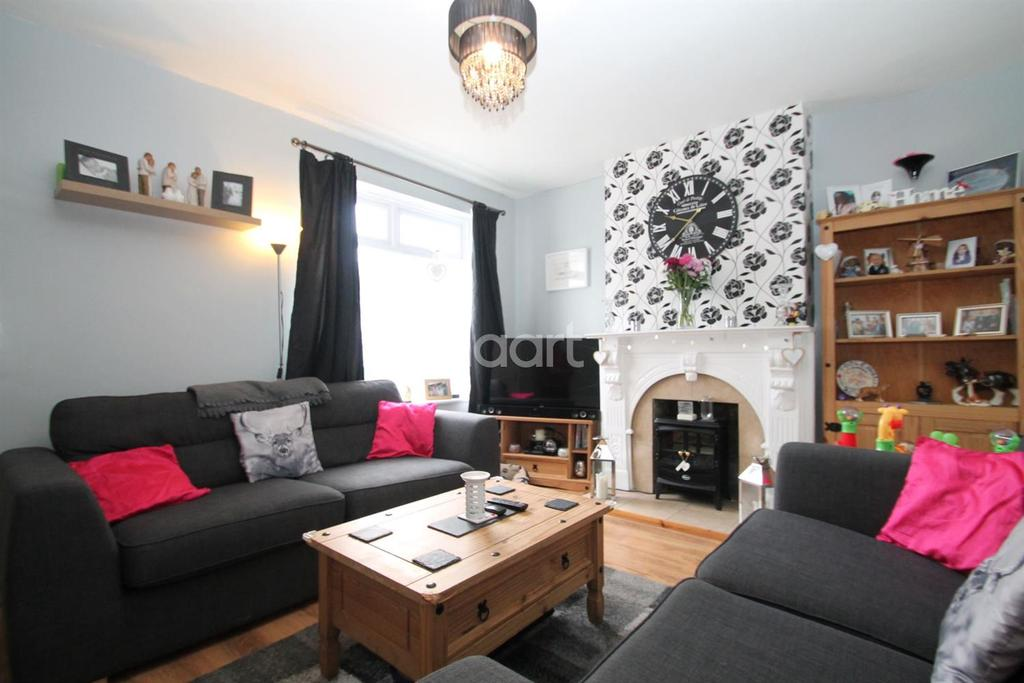 2 Bedrooms Terraced House for sale in Halfway Road, Minster