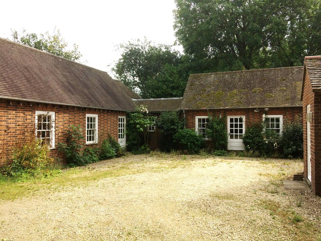 2 Bedrooms Country House Character Property