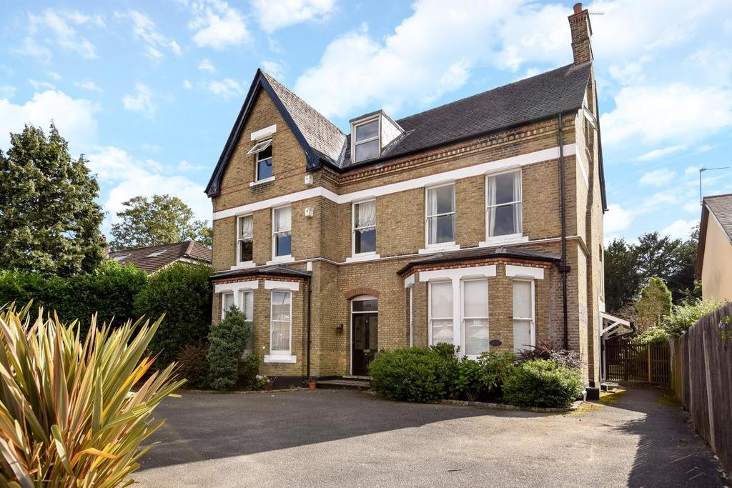 3 Bedrooms Flat for sale in Bromley Grove, Bromley, BR2