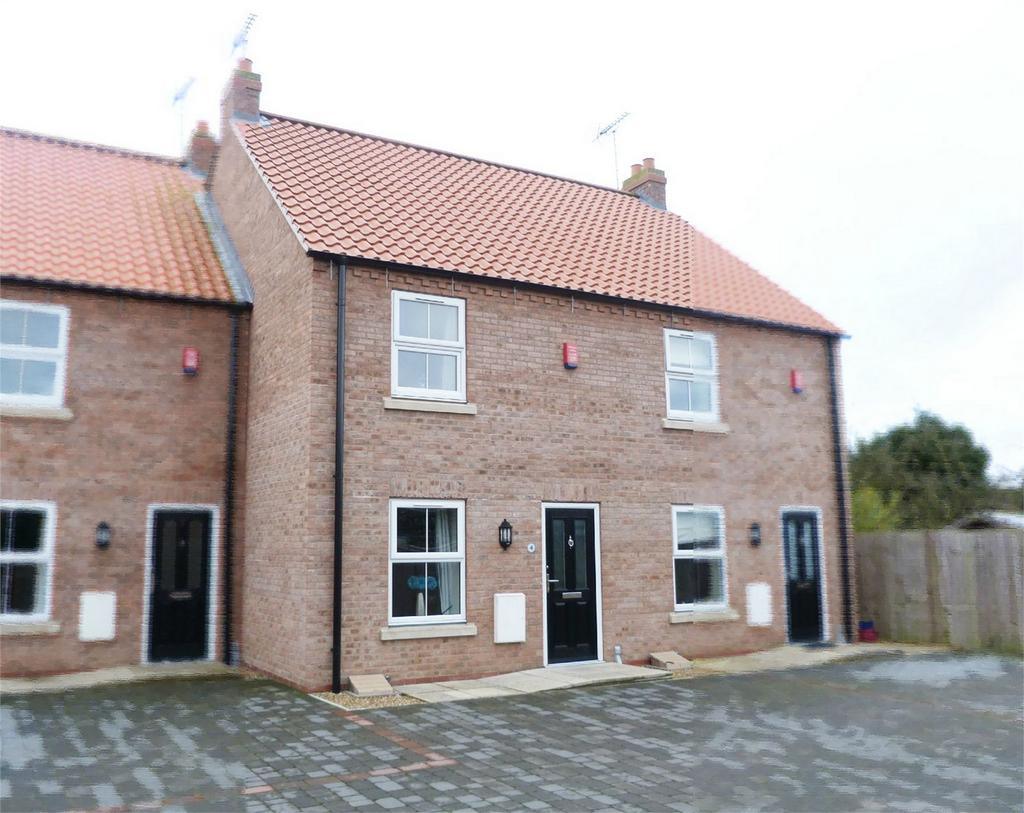 2 Bedrooms Town House for sale in Harold Elgey Close, Market Weighton, York