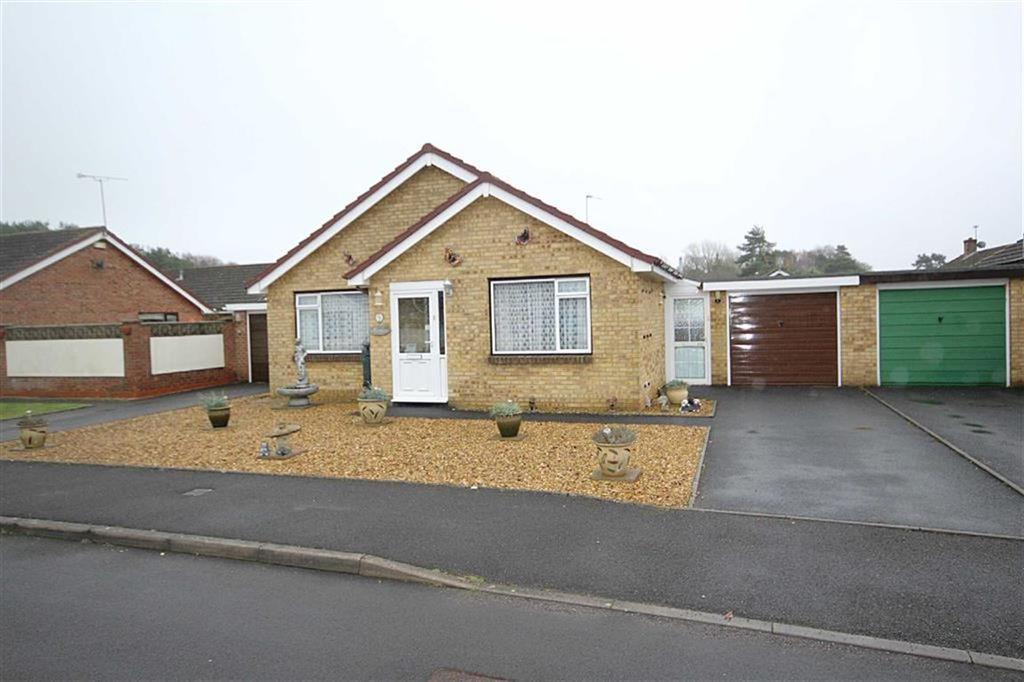 2 Bedrooms Detached Bungalow for sale in Leeson Drive, Ferndown, Dorset