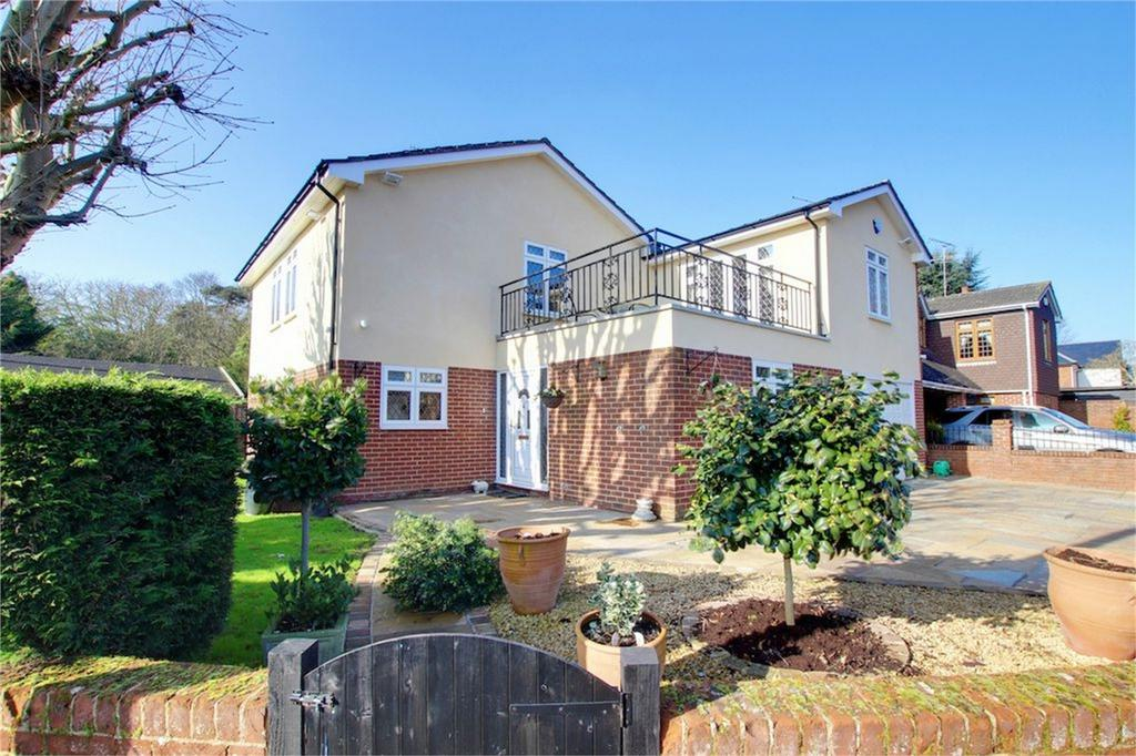 4 Bedrooms Detached House for sale in Stanmore Way, Loughton, Essex
