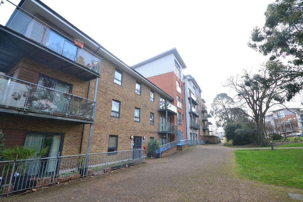 2 Bedrooms Flat for sale in Kingswood Court SE13