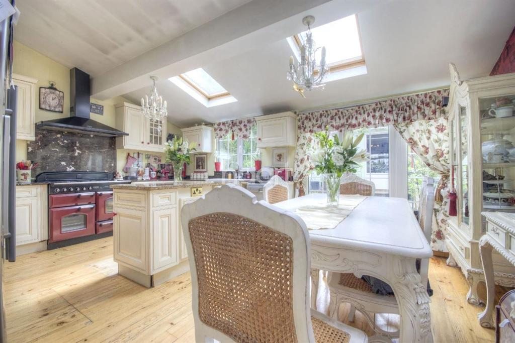 4 Bedrooms Terraced House for sale in Newark Crescent, NW10