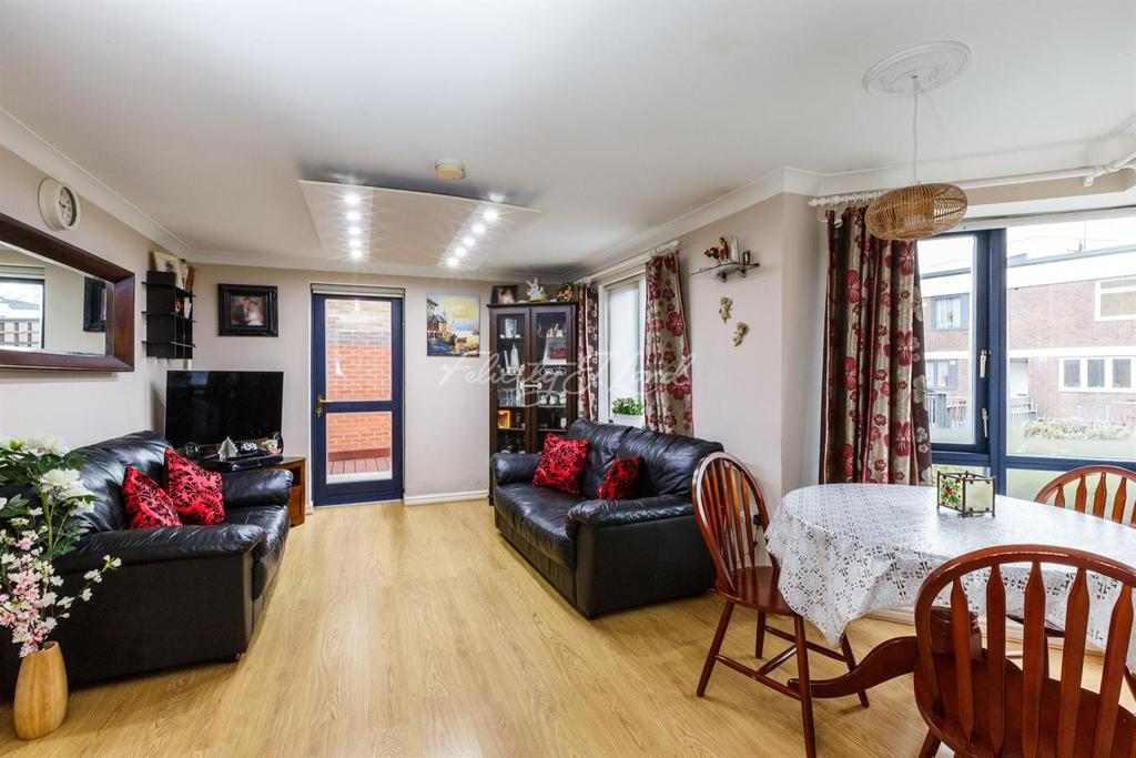 2 Bedrooms Flat for sale in Monteagle Way, Clapton, E5
