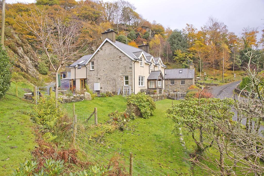 4 Bedrooms Detached House for sale in Nantmor, Caernarfon, North Wales