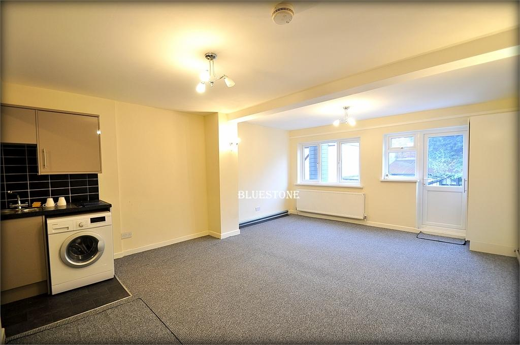4 Bedrooms Terraced House for rent in Cardiff Road, City Centre, Newport, Gwent. NP20 2ED