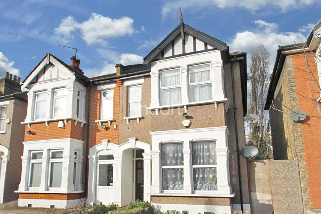 2 Bedrooms Flat for sale in Ingleby Road, Ilford, Essex