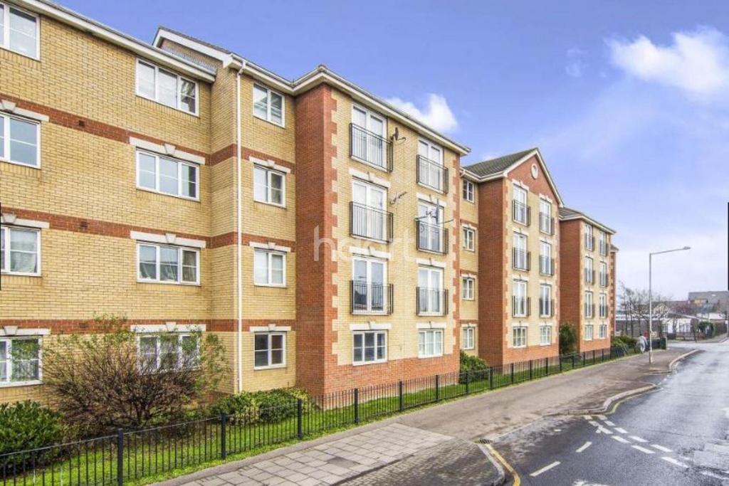 2 Bedrooms Flat for sale in Garner Court, Dunlop Road