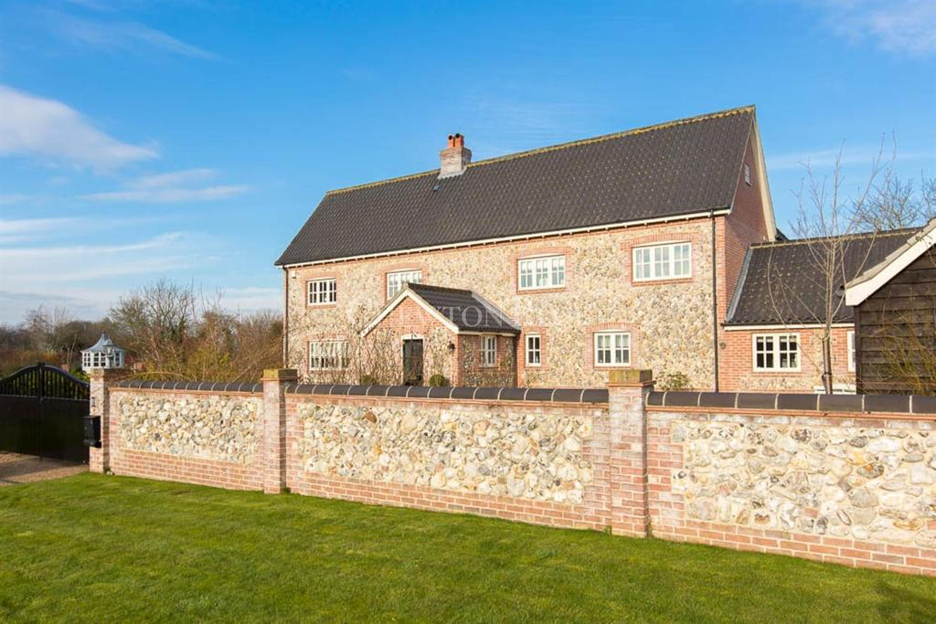 6 Bedrooms Detached House for sale in SOUTH NORFOLK