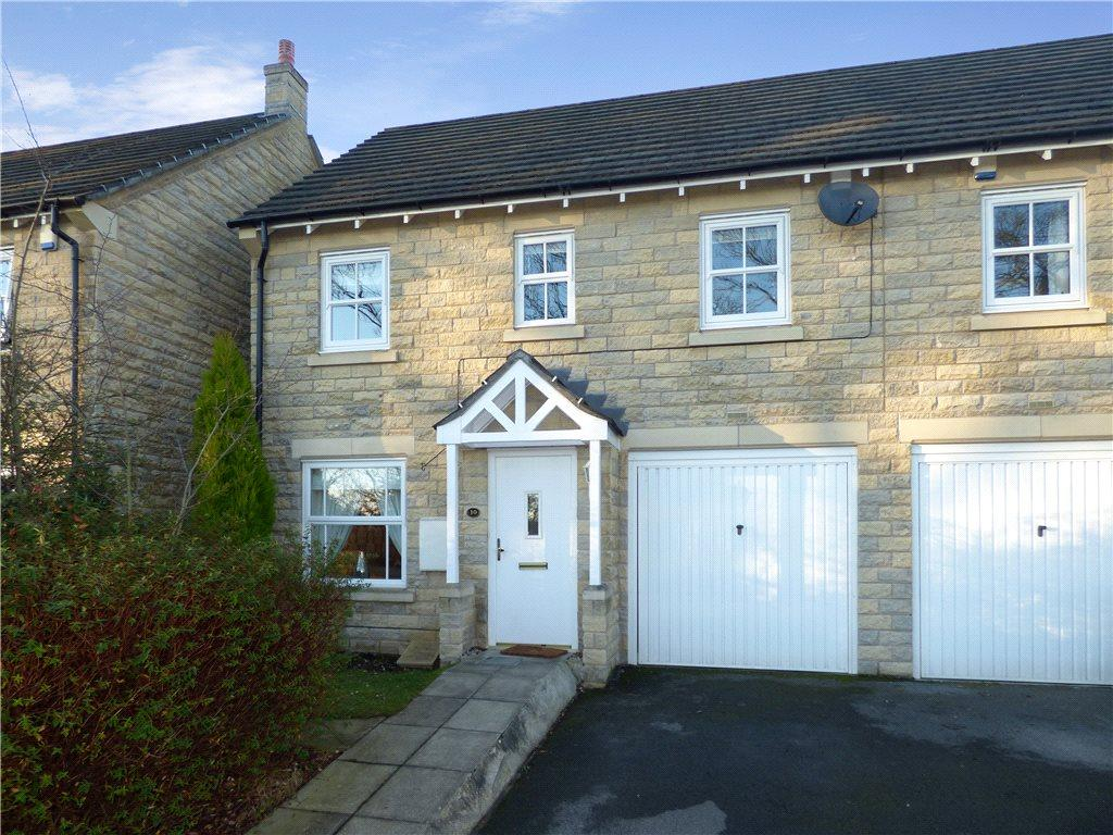 3 Bedrooms Town House for sale in Rothbart Gardens, Gilstead, Bingley, West Yorkshire