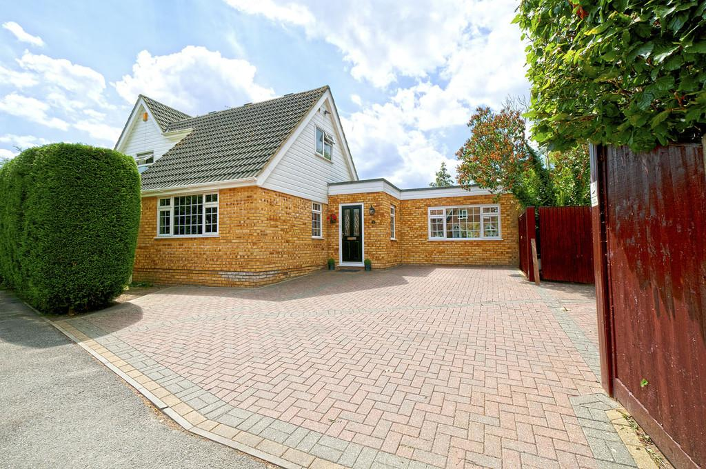 5 Bedrooms Detached House for sale in Brooklands, Headcorn