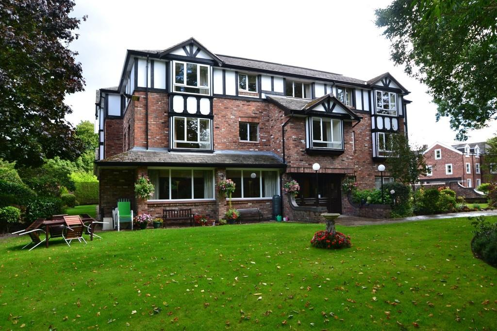 1 Bedroom Retirement Property for sale in The Crescent, Cheadle