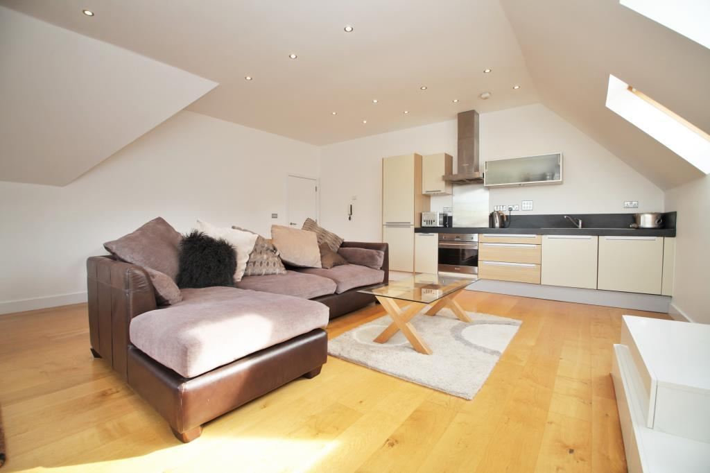 2 Bedrooms Flat for rent in St James Wharf, Forbury Road, Reading, Berkshire, RG1
