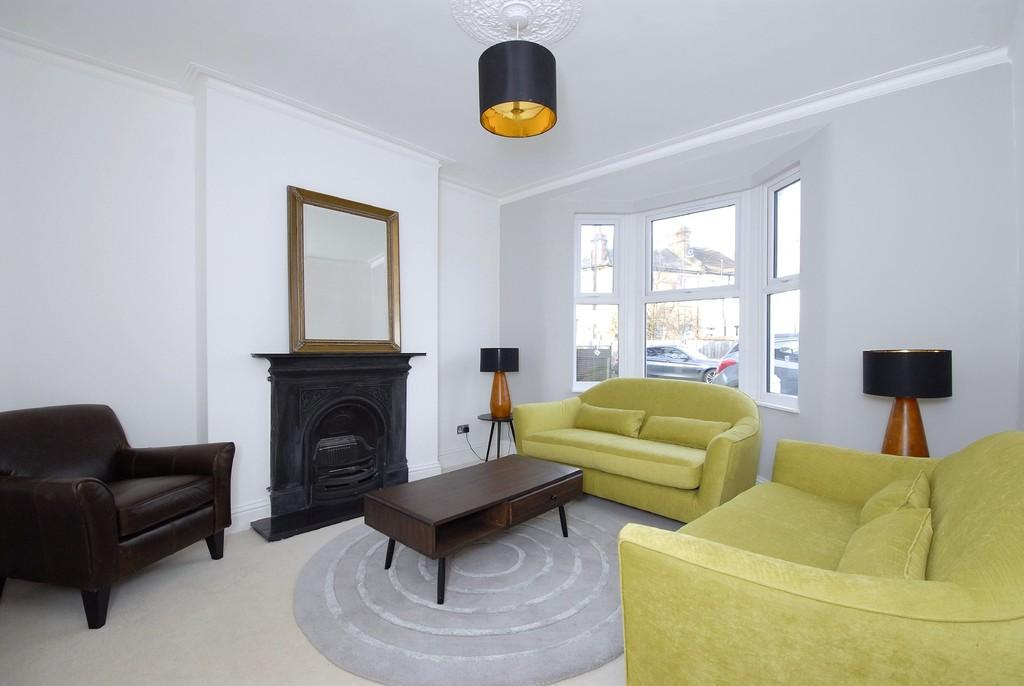 3 Bedrooms Terraced House for sale in Whitburn Road SE13