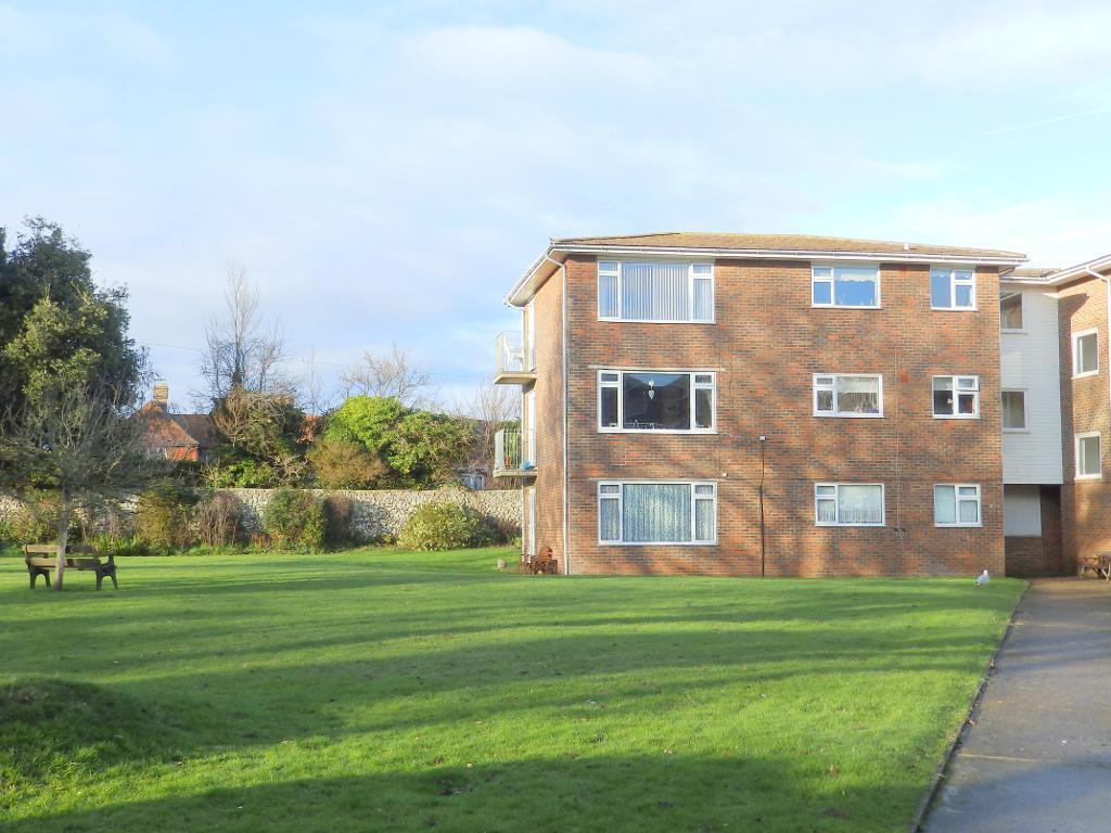 2 Bedrooms Flat for sale in Hamilton House, Belgrave Road, Seaford, BN25 2EL