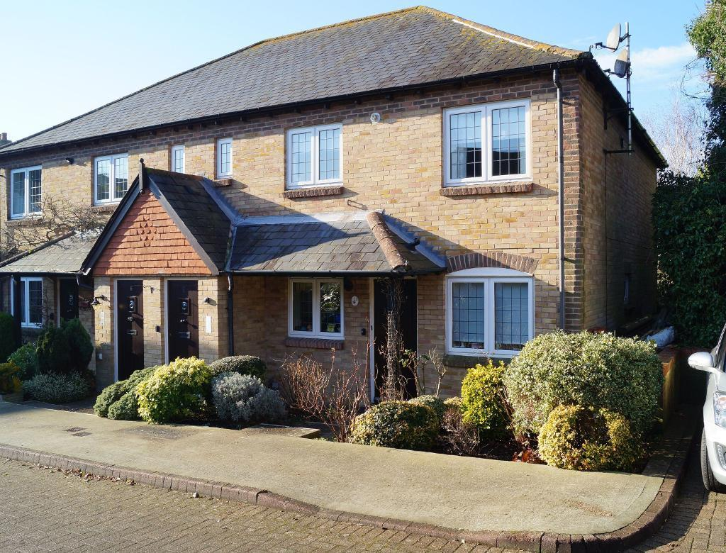 2 Bedrooms Flat for sale in Penns Court, Horsham Road, Steyning, West Sussex, BN44 3BF