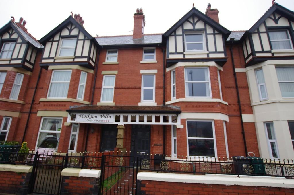 7 Bedrooms Terraced House for sale in Gloddaeth Street, Llandudno