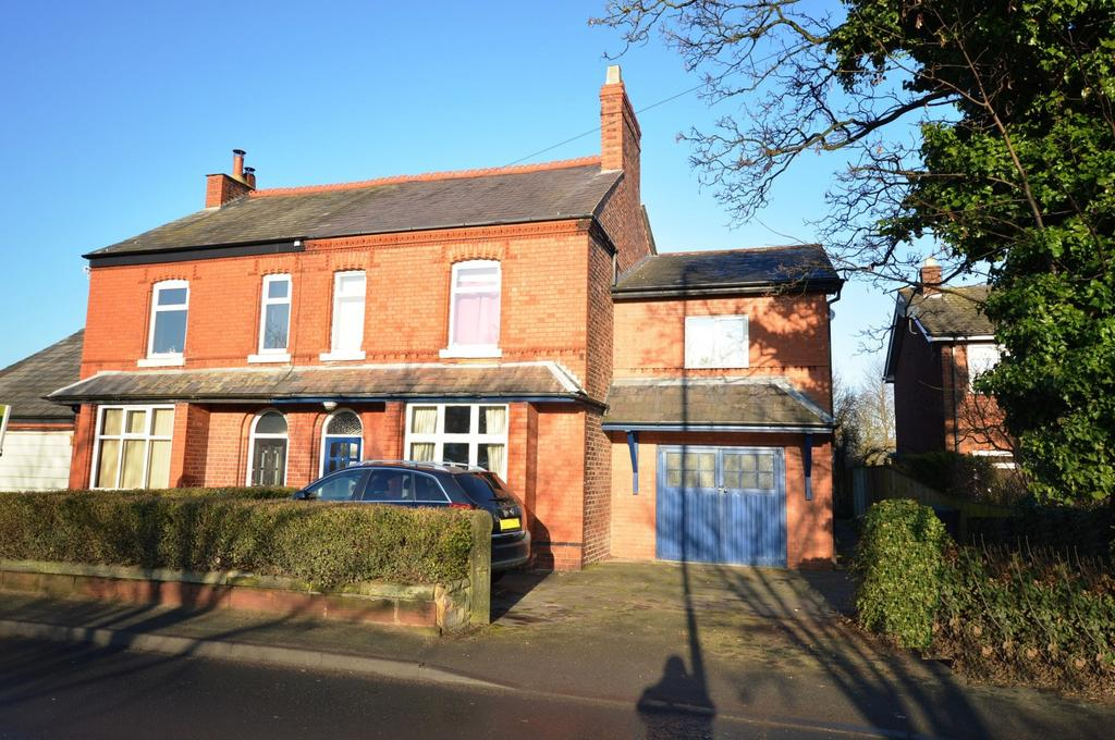 4 Bedrooms Semi Detached House for sale in Rushgreen Road, Lymm