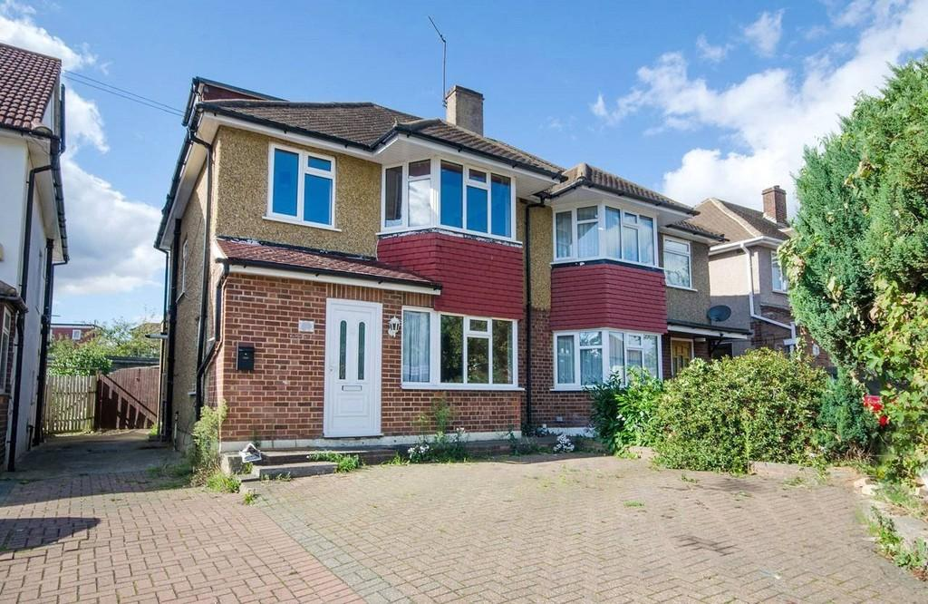 4 Bedrooms Semi Detached House for sale in Byron Road, Wembley