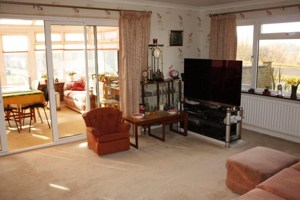 4 Bedrooms Detached Bungalow for sale in Church Street, Tempsford