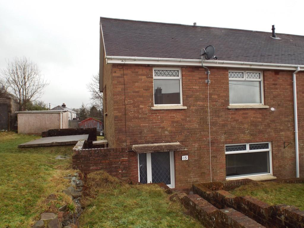 3 Bedrooms Semi Detached House for sale in Ffordd Aneurin, Pontyberem, Pontyberem, Carms