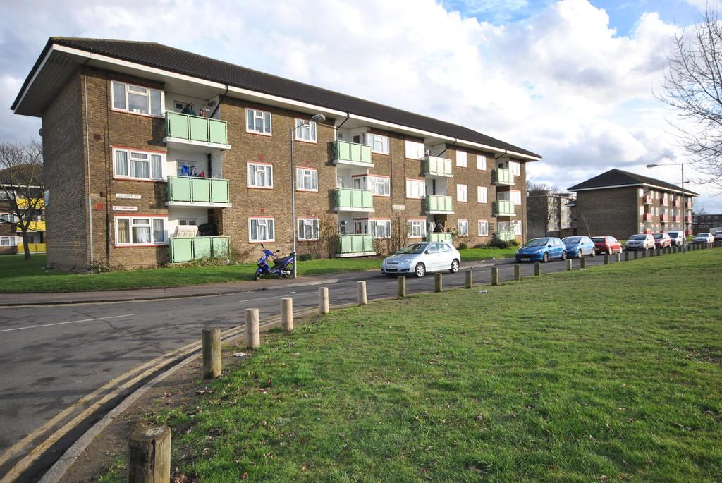 2 Bedrooms Apartment Flat for sale in Uvedale Road, Dagenham