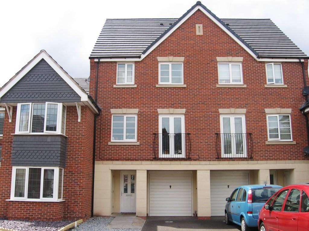 3 Bedrooms Town House for sale in Basin Lane, Glascote