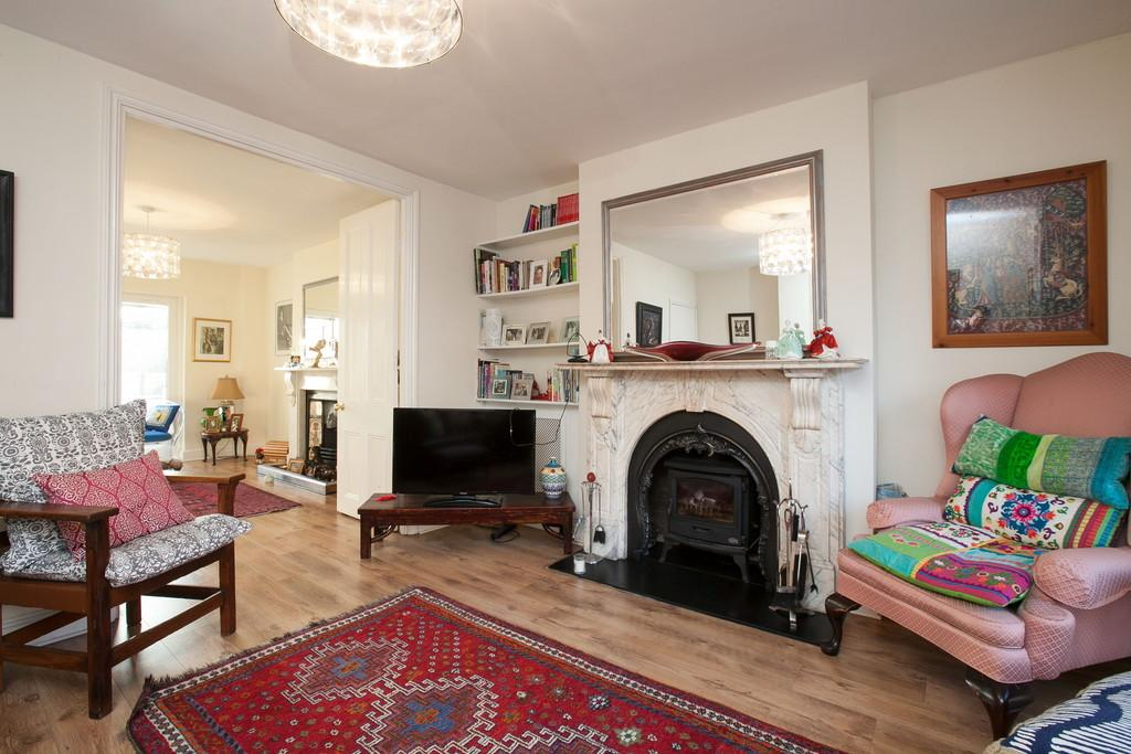 3 Bedrooms Apartment Flat for sale in Dunsmure Road, London