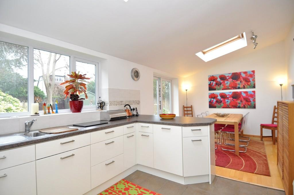 4 Bedrooms End Of Terrace House for sale in Gardner Close, Wanstead