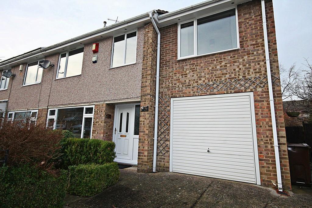 4 Bedrooms Semi Detached House for sale in Pentland Avenue, Bradford