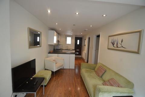 2 bedroom apartment to rent - Clare Gardens, Ladbroke Grove