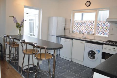 4 bedroom semi-detached house to rent - Old Oak Road, East Acton