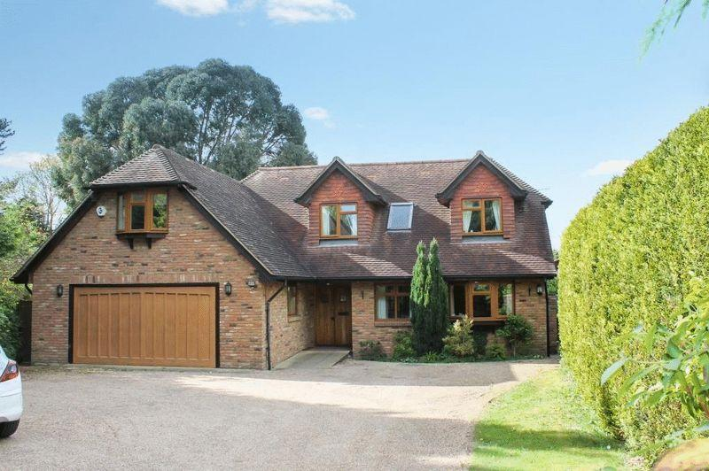 5 Bedrooms Detached House for sale in GREAT BOOKHAM