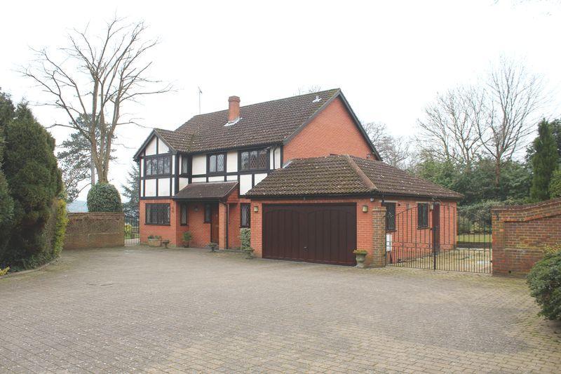 4 Bedrooms Detached House for sale in Burfield Drive, Warlingham, Surrey