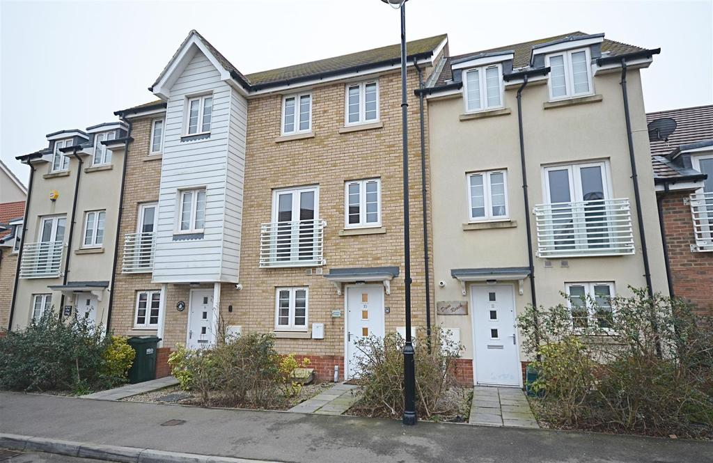 3 Bedrooms Semi Detached House for sale in Shearers Way, Camber