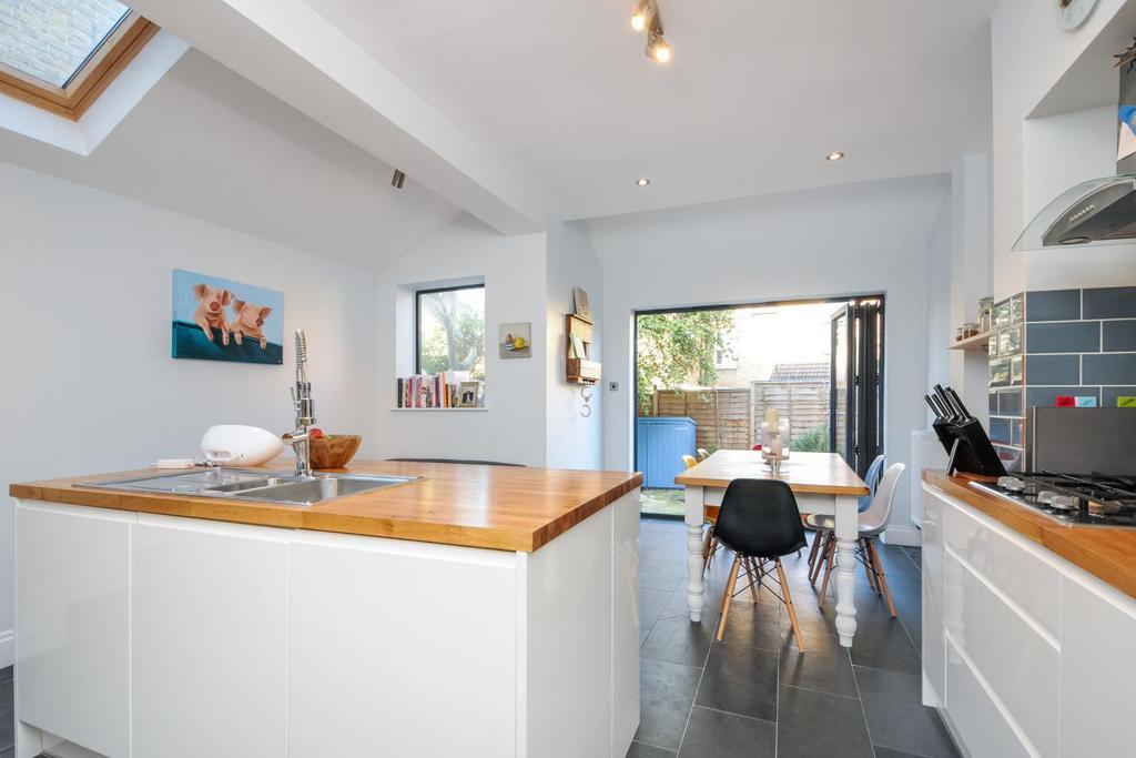 3 Bedrooms Terraced House for sale in Wimbledon Road, Earlsfield, SW17