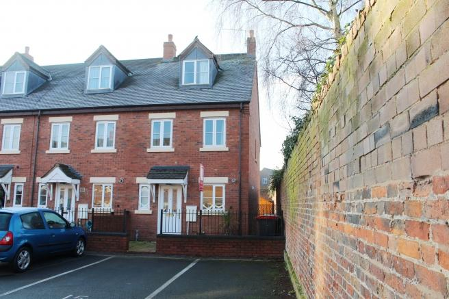 3 Bedrooms End Of Terrace House for sale in 15 The Smithfields, Newport, Shropshire, TF10 7SS