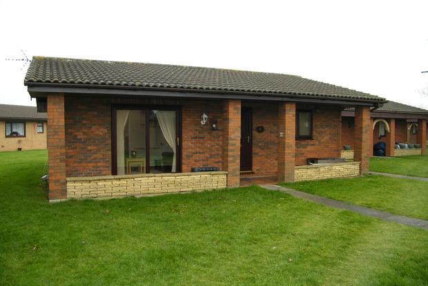 2 Bedrooms Bungalow for sale in Eastfield Park, St. Leonards Drive, Skegness, PE24