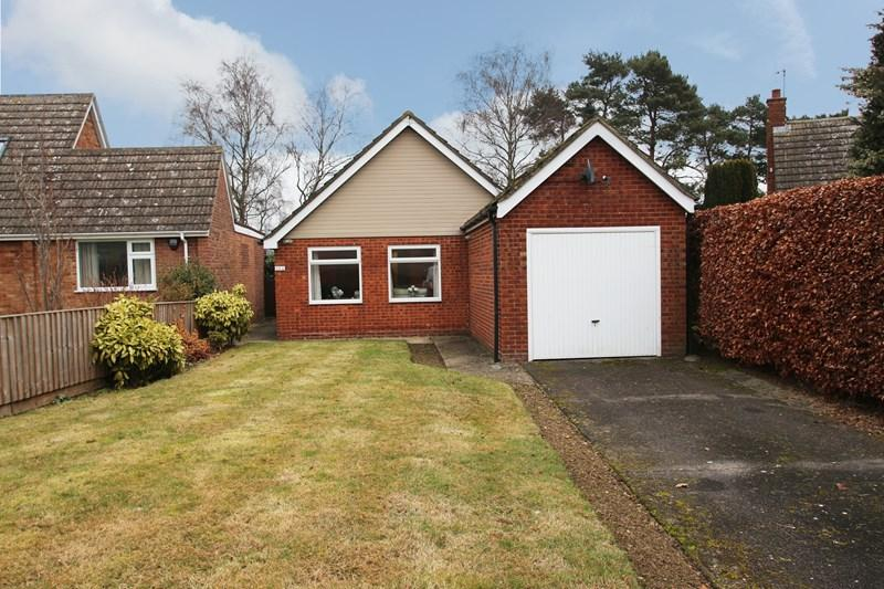 2 Bedrooms Detached Bungalow for sale in Tey Road, Earls Colne, Colchester