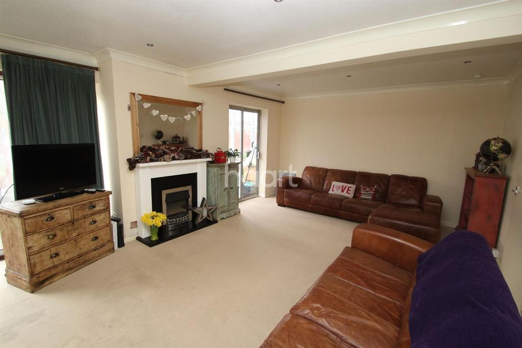 4 Bedrooms Detached House for sale in Frensham Close, Oadby, Leicester LE2