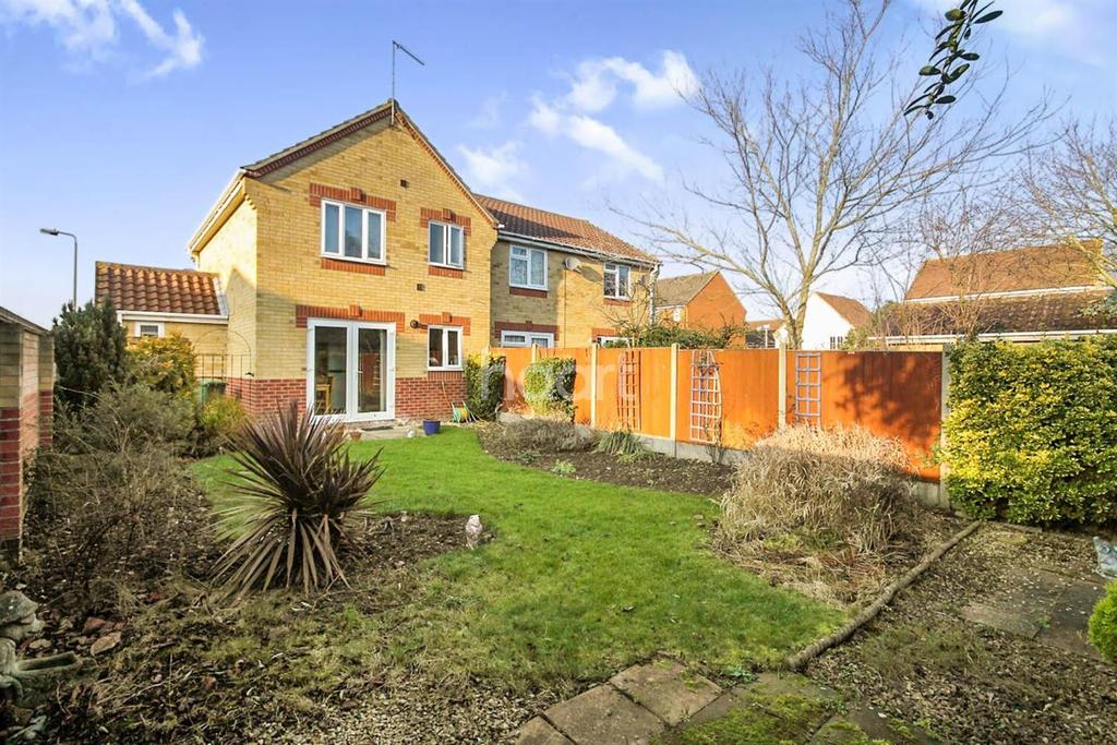 3 Bedrooms Semi Detached House for sale in Epping Way , Witham