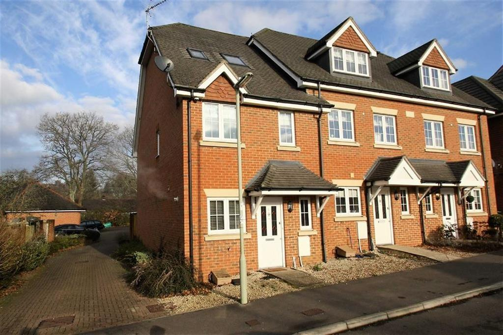 3 Bedrooms Town House for sale in Hawthorn Way, Lindford, Hampshire, GU35