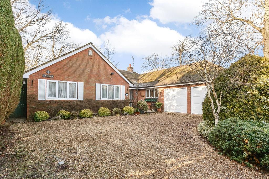 3 Bedrooms Detached Bungalow for sale in Dukes Close, Gerrards Cross, Buckinghamshire