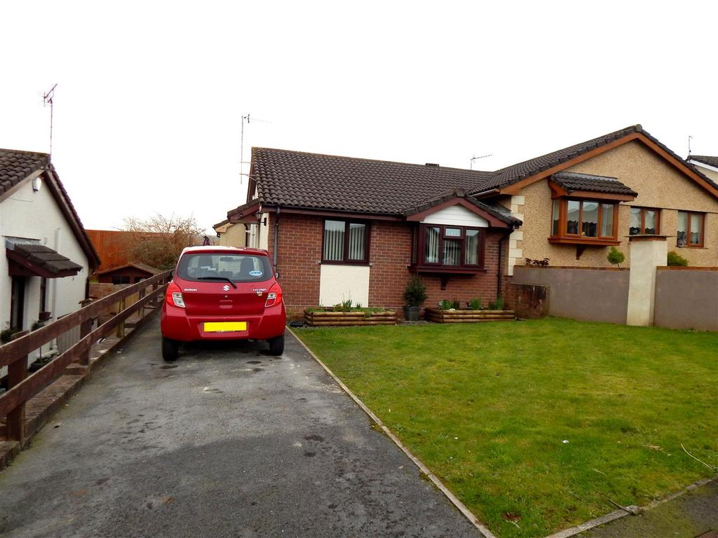 3 Bedrooms Semi Detached Bungalow for sale in Lon Brynawel, Llansamlet, Swansea