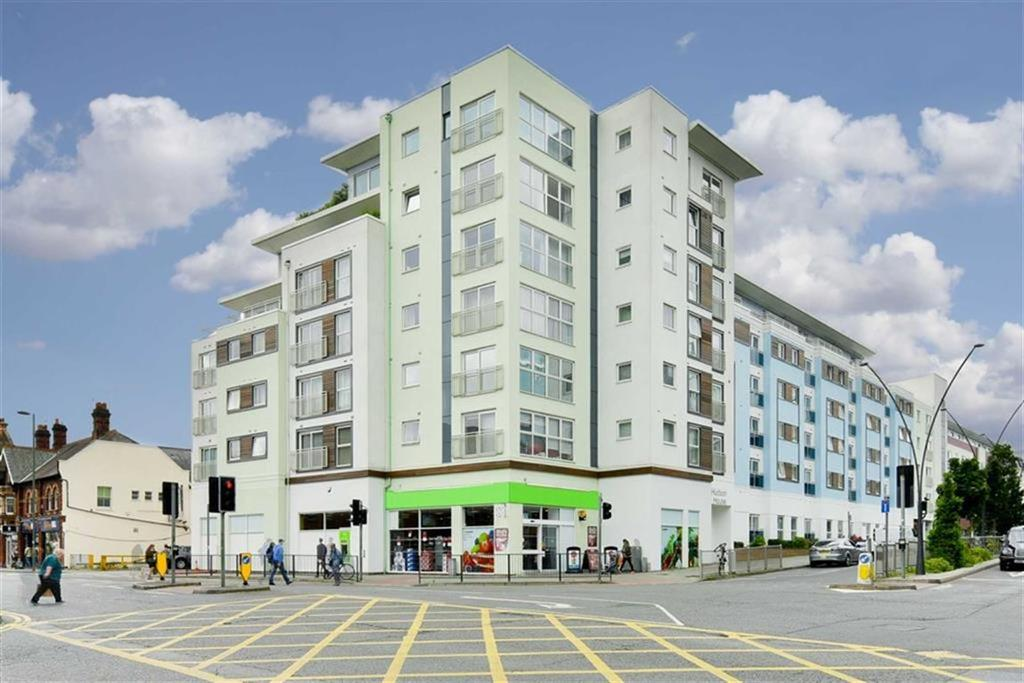 1 Bedroom Flat for sale in Hudson House, Epsom, Surrey